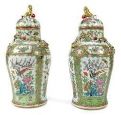 Pair of cover vases made of porcelain with birds and flowers in cartouches, dragon and lion knob #Sets #Teasets #Porcelainsets #Antiqueplates #Plates #Wallplates #Figures #Porcelainfigurines #porcelain