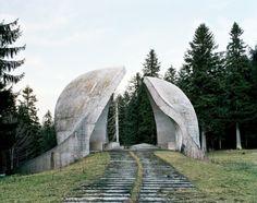 Spomenik, Grmeč