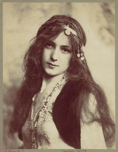 The Metropolitan Museum of Art Releases 400,000 Hi-Res Images Online to the Public - My Modern Met #old #woman #gypsy #photography #vintage
