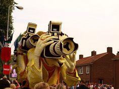 Yellow man flowers sculpture #sculpture #of #art #flowers #parade
