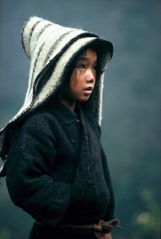 High Himalaya : Eric Valli #himalayas #innocence #girl #child #photography #hood #beauty