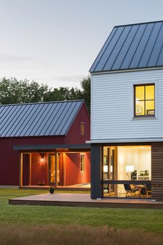 Hayfield House Features Traditional Forms and Modern Interior Design 9