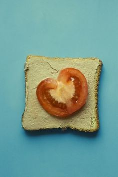 Baubauhaus. #food #photography #blue #tomatoes #bread