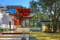 Eco-Friendly Family Home Under the Texan Sun: Green Lantern Residence