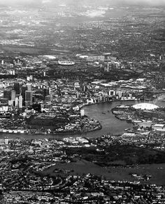 sleepless ink #blackwhite #london #city #thames #river