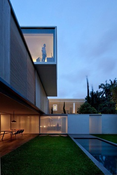 Luxury Contemporary Home in Brasil: Belgica House by AMZ Arquitetos 15