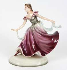 Dancing lady with scarf, Keramos, Vienna, 20. Century. #Sets #Teasets #Porcelainsets #Antiqueplates #Plates #Wallplates #Figures #Porcelainfigurines #porcelain