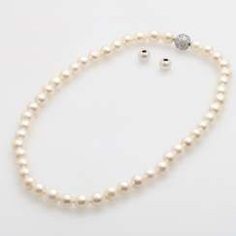 Necklace, cream color. Cultured pearls