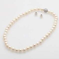 Necklace, cream color. Cultured pearls