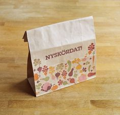 Fonts In Use – ICA Paper Bag #verpackung