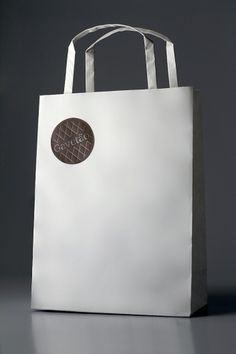bench.li / Beautiful design inspiration from around the universe. #packaging #circle #bag #identity