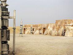 abandoned starwars film sets in the tunisian desert