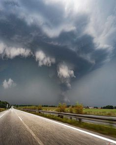 Extreme Weather: Storm Chaser Photography by Jonas Piontek