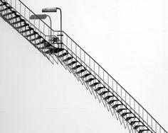 Black and White Minimalism: Street Photography by Theo Peekstok