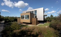 Dynamic Beach House Integrating Volumes in Its Structure by SPG Architects