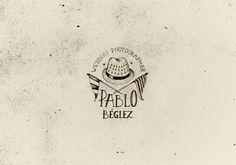 Logo Wedding Photographer Pablo Beglez. #wedding #ink #lettering #logo #illustration #hat #handmade #type #hand #photographer