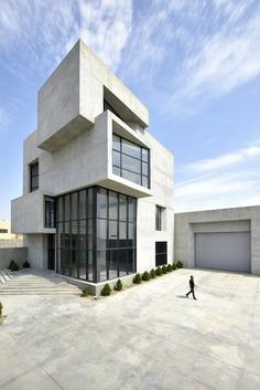 Cubes Warehouse / Nushin Samavaki