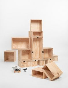 DIY: shelf of wine boxes | SoLebIch.de - Living, pictures and living ideas #crate #wine #diy #shelf #bookshelf