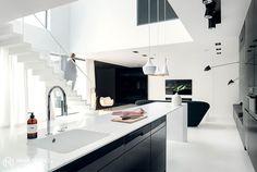 Minimalist House Interior in Black and White Decor - InteriorZine #decor #interior #home