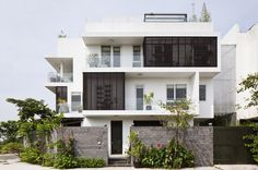 Modern Family Home Adapted to a Tropical Environment in Vietnam #modern #architecture