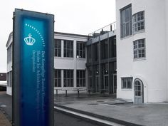 丹麦皇家美术学院ADC Behance网络 #signage #crown #branding