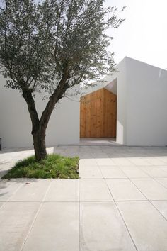 Contemporary patio. Casa Lela by Oficina d'Arquitectura. #patio #contemporary