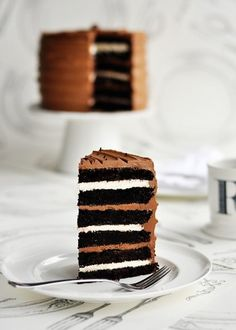 Sweetapolita – Campfire Delight: 6-Layer Rich Chocolate Malted & Toasted-Marshmallow Cake #food #dessert
