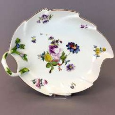 Johann Joachim Kaendler for the Royal Porcelain factory of Meissen: confectionery sheet with wood-cut flowers, to 1745, rare. #porcelain