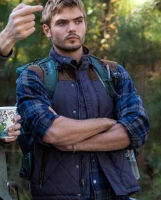 Alex Roe The 5th Wave Diamond Quilted Vest (8)