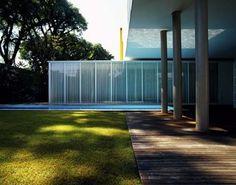 pinheiros-isay-weinfeld-1.jpg (JPEG Image, 500x394 pixels) #grass #pool #architecture #blue #windows