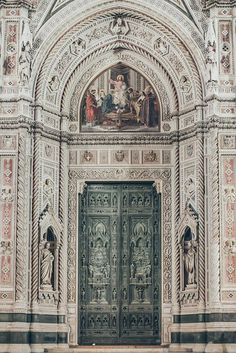 Door in Florence, It amazing architecture design
