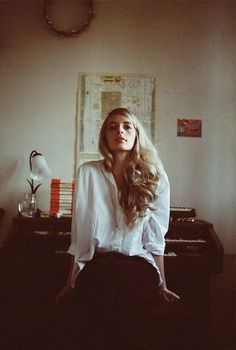 tumblr_lvu40yYZf11qa9ddao1_1280.jpg (553×819) #girl #vintage #photography #hair #woman #blonde #piano