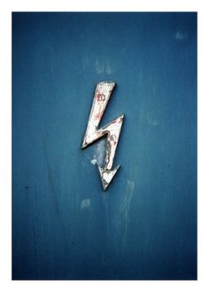 LE CONTAINER: Rit #peeling #sign #bolt #lightning #symbol #paint #blue
