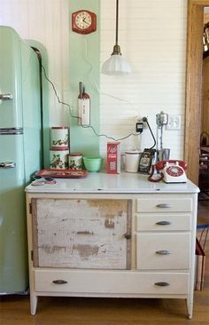 Beautiful Photos of Big Chill Appliances in some of our favorite kitchens #fridge #desk #vintage