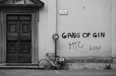 Gnag-of-Gin-BW.png 660×439 pixels #chris #white #bicycle #graffiti #hannah #black #gin #photography #tuscany #and #italy