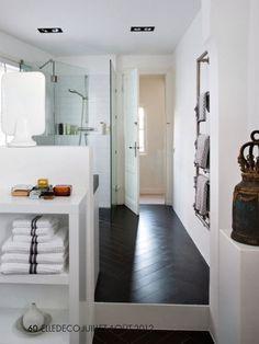 dark flooring + white walls #dark #bathroom #floor