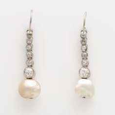 Pair of earrings with natural pearls,