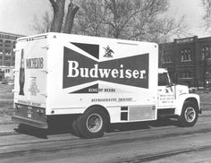 Budweiser's 'Bowtie Shape' Can The Dieline #vehicle #beer #retro