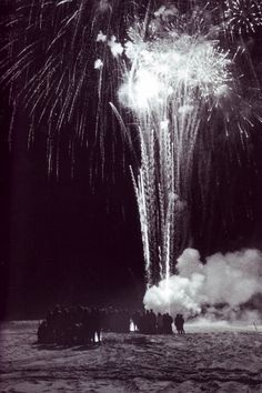 fireworks+beach.jpg (image)