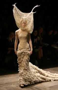 alexander-mcqueen-fashion-designer.jpg (JPEG Image, 525x811 pixels) #fashion #runway