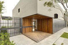 Oval House by Elias Rizo