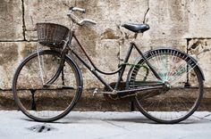 bycycle.png 660×439 pixels #old #chris #bicycle #hannah #photography #vintage #bike #village #italy