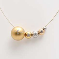 NIESSING spheres with brilliant-cut diamonds to the collar.