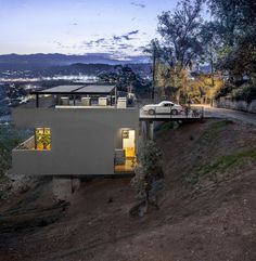Original Roof Car Park Defining Contemporary Residence in LA #architecture #contemporary