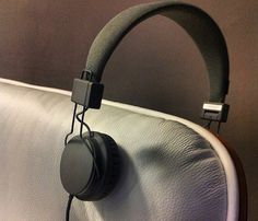 Plattan Black Headphones