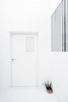 White door. Dar Mim by Septembre. Photo by Sophia Baraket. #white #door #darmim #septembre
