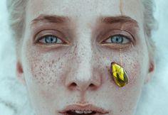 #eyes #freckles #gold #beetle #face #photo Ciro Galluccio