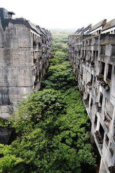 Source: flickr.com / via: i.imgur.com #abandoned #buildings
