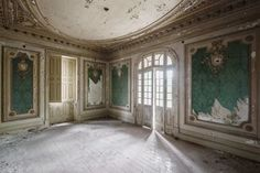 Mirna Pavlovic Documents The Decline of Grand European Villas