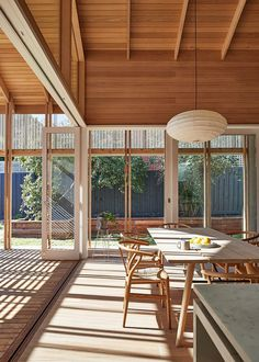MAKE Architecture Adapted Japanese Sliding Timber Screens to Renovate an Australian Home 10